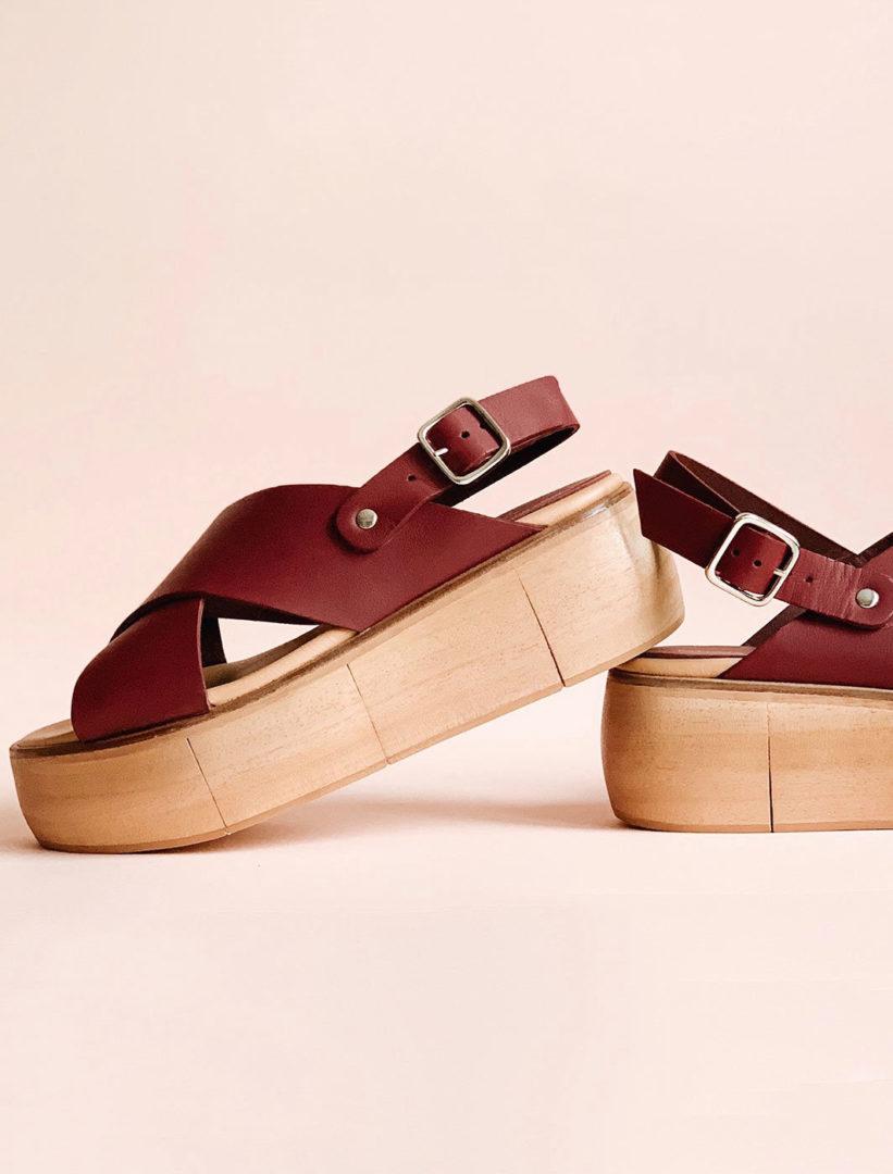 irene kredenets DDqxX0 7vKE unsplash e1576489494663 - Leather platform sandals