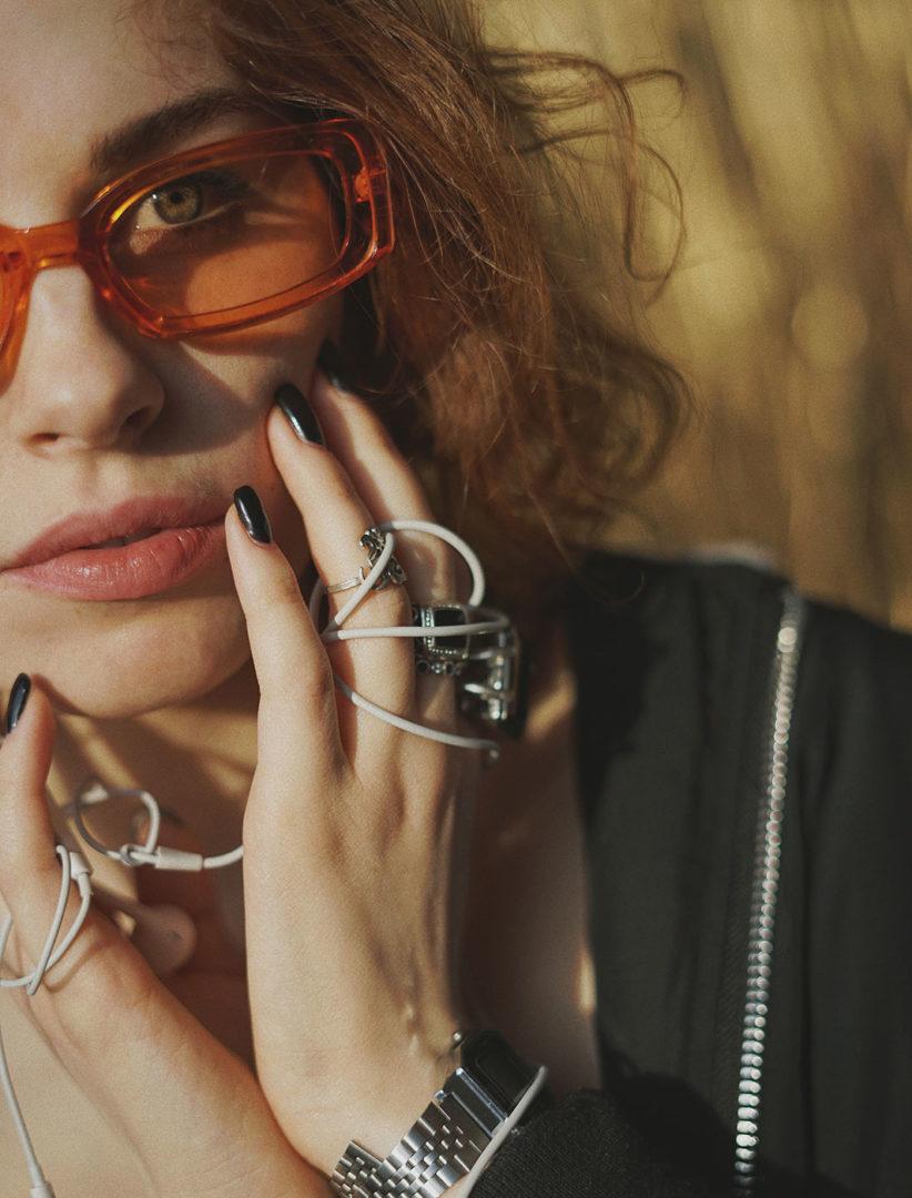 olena sergienko Xlkzh9V4EQU unsplash - Sunglasses in orange
