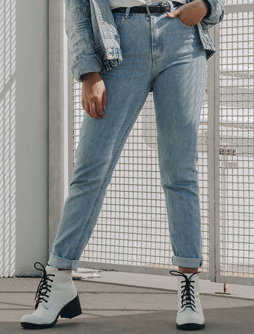 photo of woman wearing ddsenim jacket 3250718 e1576250056458 - High waisted slim mom jeans