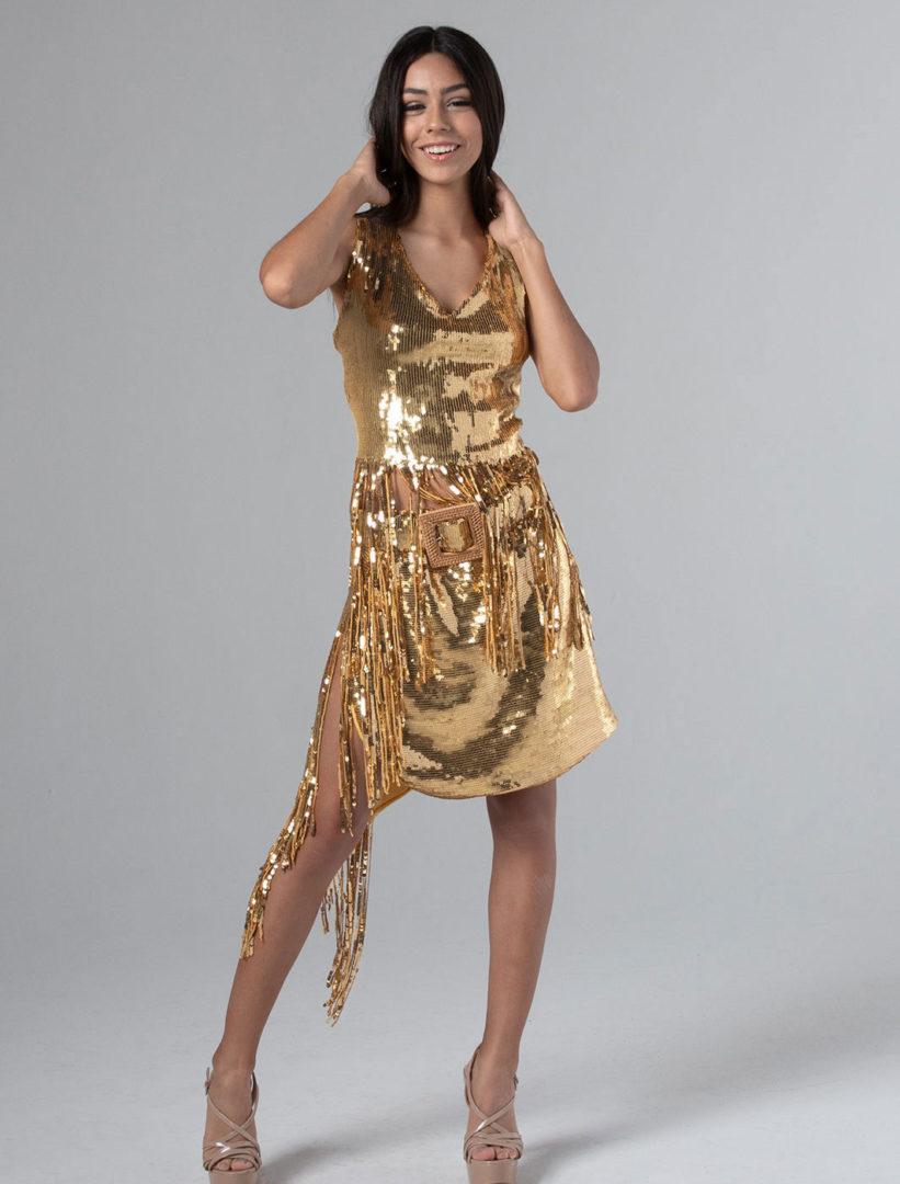 ussama azam ROvDUWrw6QE unsplash e1576250577457 - Suit with gold sequins
